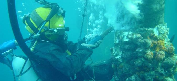 underwater-worker2